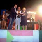 Matteo Francilia premia la moglie e la figlia del compianto Gaetano Gulisano.